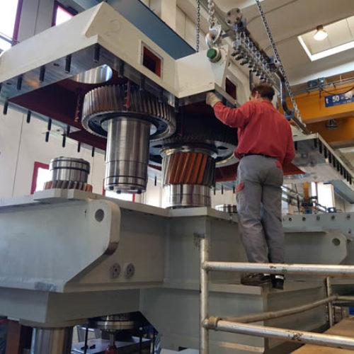 Herstellung eines Getriebes für Stauchgerüste