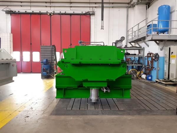Konstruktion und Herstellung eines Getriebes für Stauchgerüste