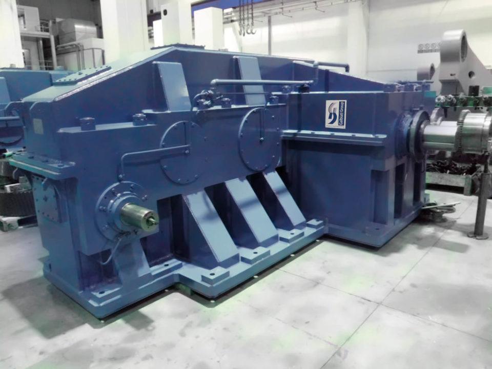 Trattasi di riduttori di grandi dimensioni  a cilindri per produ