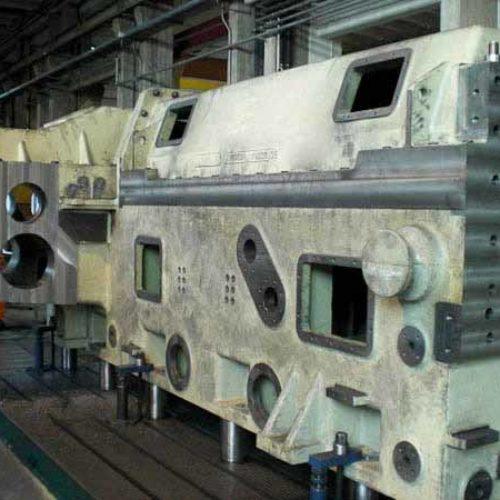 Alesatura e fresatura di casse riduttori per materie plastiche.