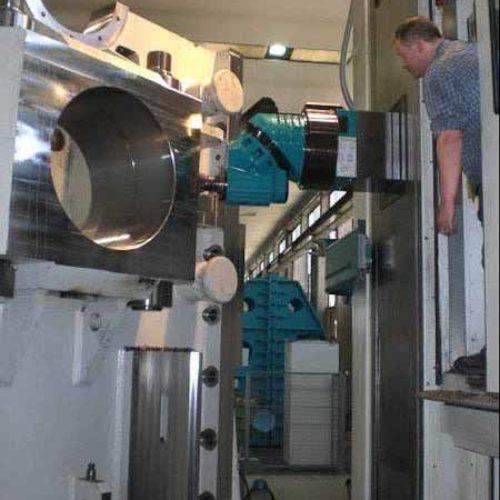 Alesatura, fresatura e  tornitura per componenti di impianti siderurgici e impianti di laminazione.