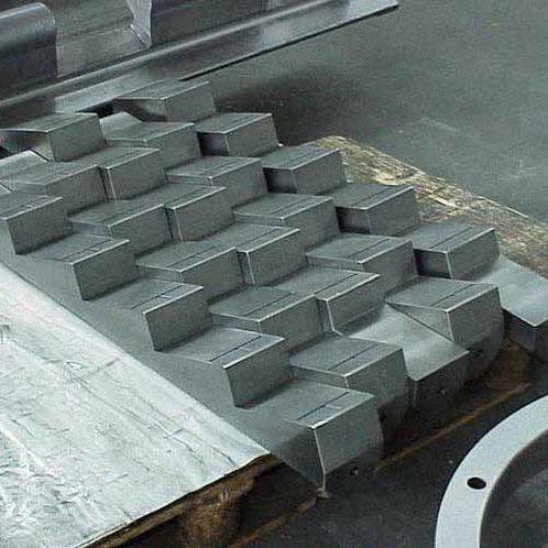 Lavorazioni meccaniche di tegoli di laminazione.