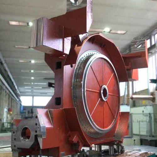 Lavorazioni meccaniche: carro porta tavola su alesatrice con portata fino a 120 t.