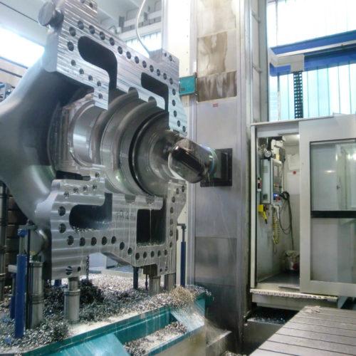 Cassa compressore durante le fasi di lavorazioni meccaniche