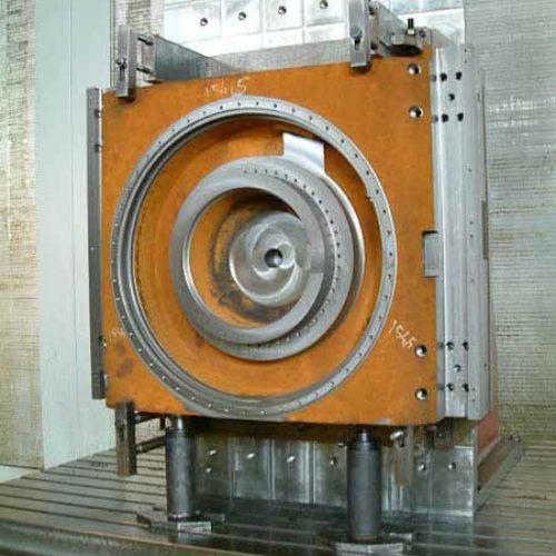 Lavorazioni meccaniche conto terzi di fresatura e foratura di componenti di macchine utensili: corpo tavola girevole per centro di lavoro.