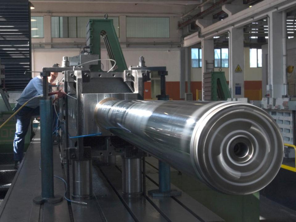 Lavorazione meccanica corpo testa con idonea attrezzatura