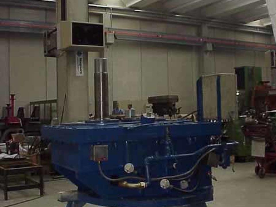 Moltiplicatore di giri ad assi verticali installato tra turbina Kaplan e generatore 1000 kw.