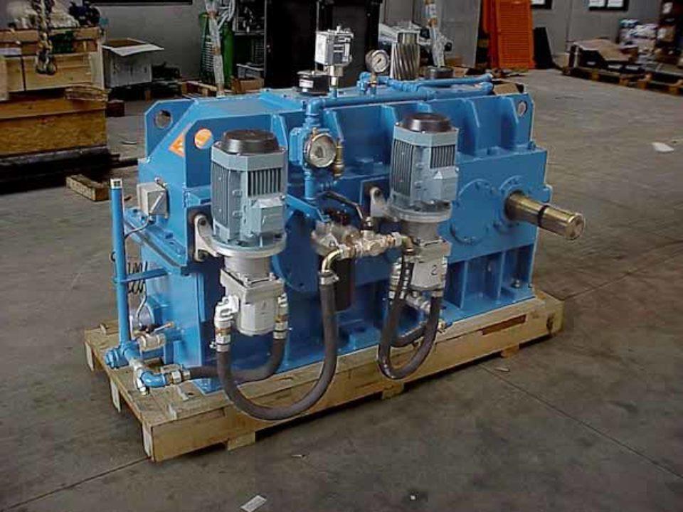 Moltiplicatore di giri ad assi orizzontali, installato tra turbina Kaplan e generatore 900 kw.