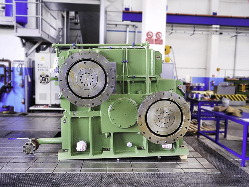 Riduttore sdoppiatore Twin-drive per impianto di laminazione