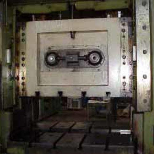 Revamping di pressa Piovan 125T.