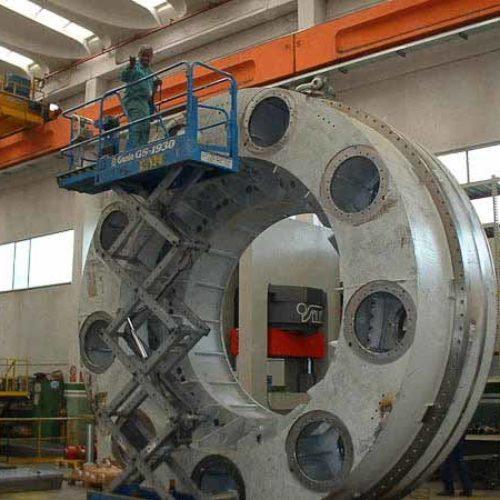 Lavorazioni meccaniche di supporti cuscinetto per macchina perforazione gallerie.