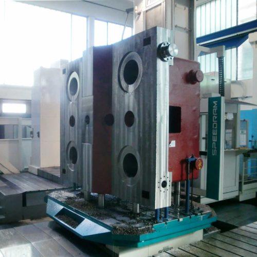 Lavorazioni meccaniche conto terzi: basamento e testata per impianto stampaggio a caldo