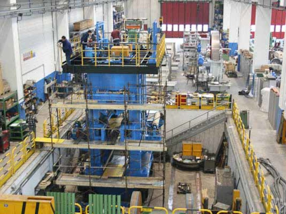 Rolling mill stands: Pre-assembly.