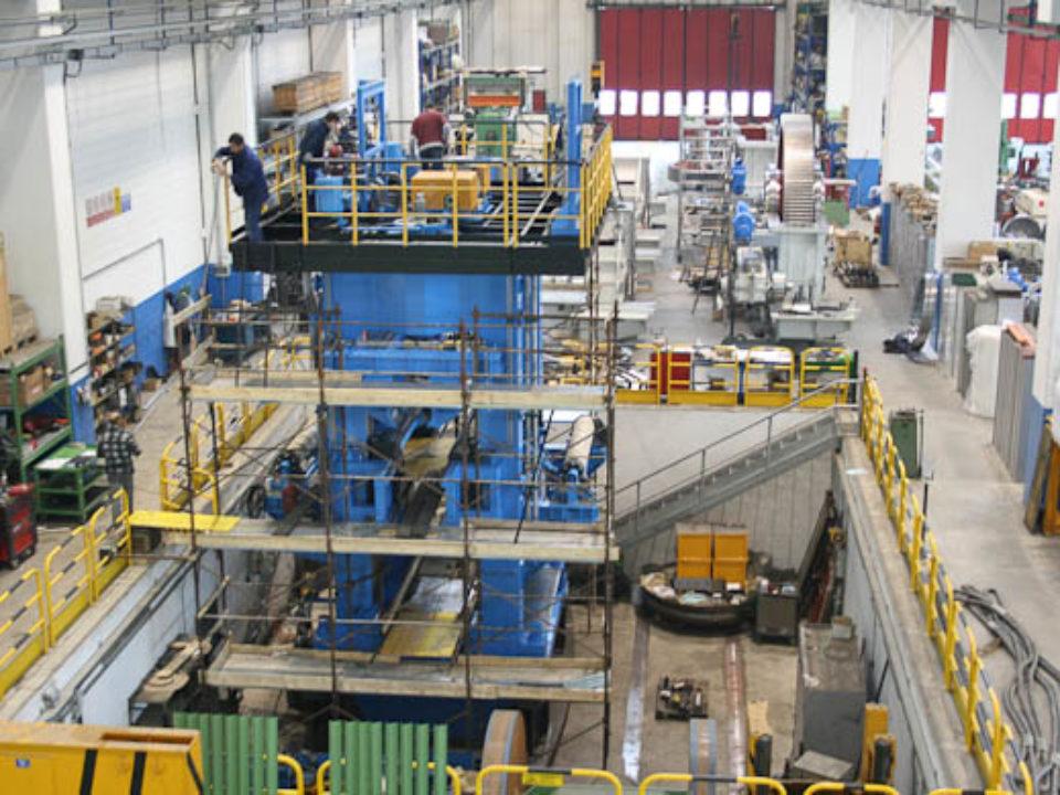 Herstellung des kompletten Warmwalzgerüsts für Aluminiumbleche, max. Breite 4300 mm.