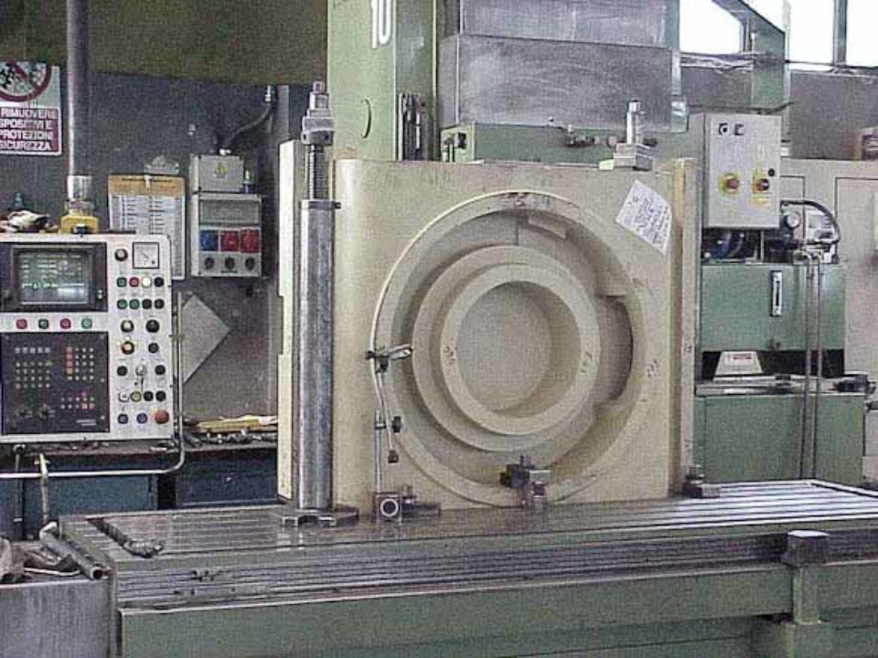 Bearbeitung und Montage des Maschinenbetts von Bearbeitungszentren